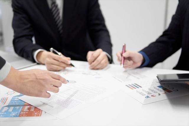 【企業向け】グループディスカッションのテーマの決め方を解説 | 評価方法やポイントも紹介